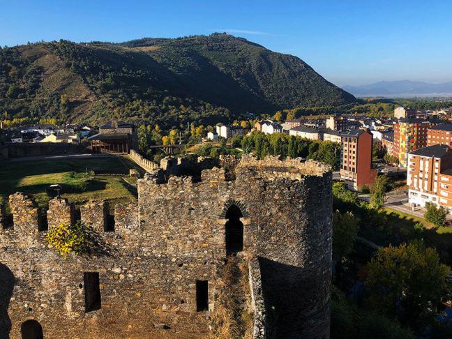 castillo-viejo-ponferrada-paisaje